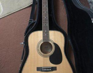 فروش گیتار اکوستیک Cort به همراه هاردکیس و سیم نو