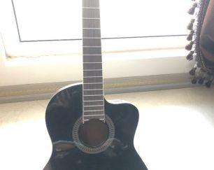 گیتار دست ساز کارنکرده